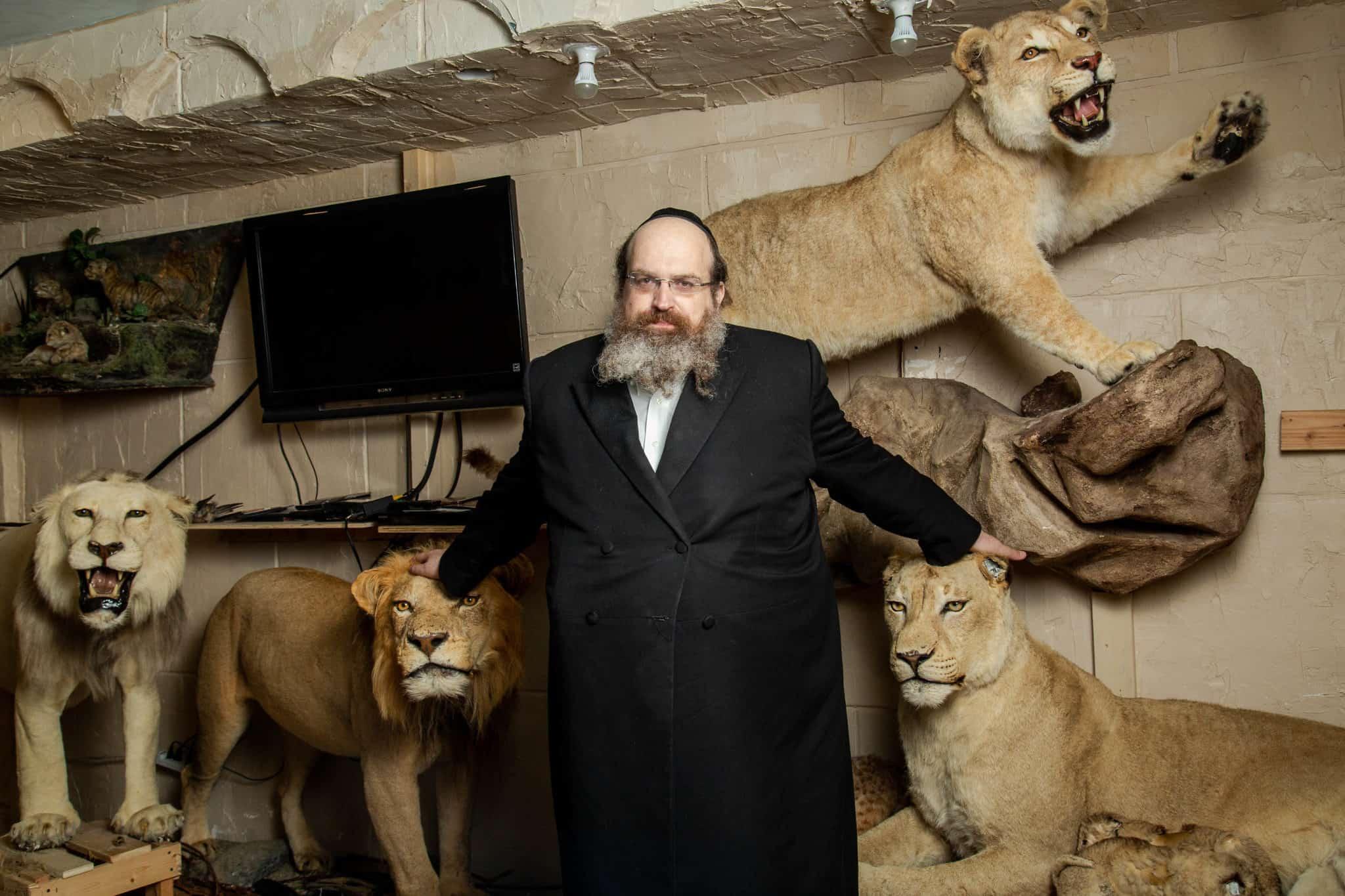 """הרב שאול שמעון דויטש, מייסד המוזיאון שכולל את כל החיות המוזכרות בתנ""""ך (צילום: מיכה ב. רובין)"""