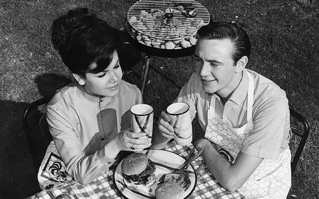 ברביקיו אמריקאי, 1963. מיצאו את ההבדלים (צילום: AP)
