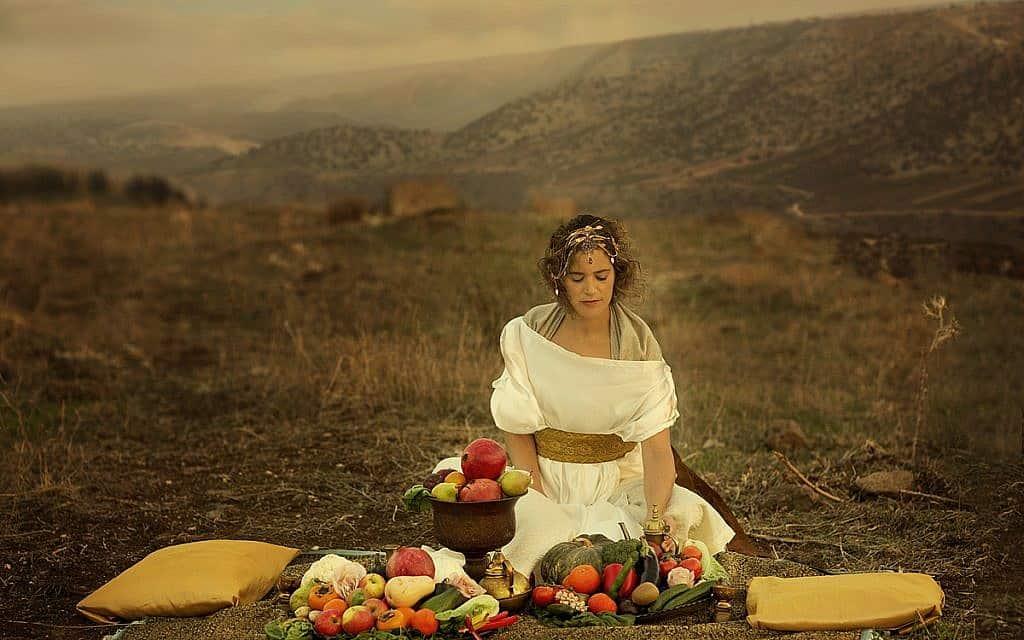 אסתר (צילום: כל הזכויות שמורות – דקלה לאור)