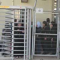 שגרת המחסומים של הפועלים הפלסטינים (צילום: תמר פליישמן)