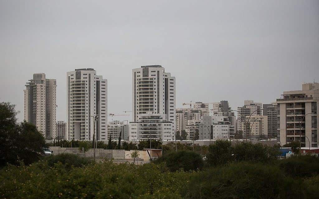 בנייני דירות חדשות ביבנה (צילום: הדס פרוש / פלאש 90)