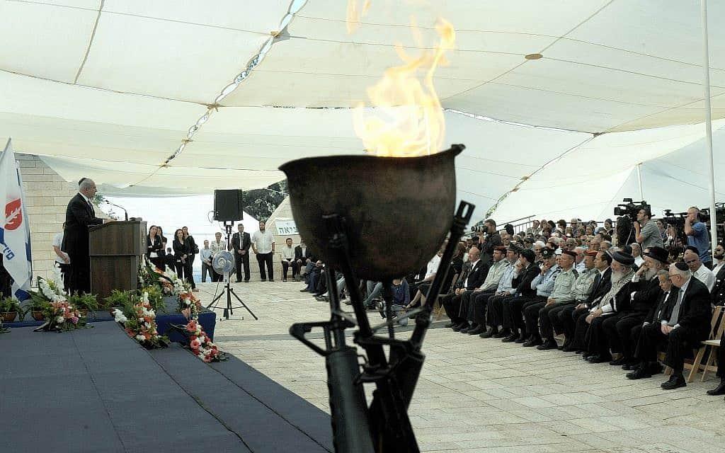 """טקס ממלכתי לפתיחת יום הזיכרון (צילום: לע""""מ)"""