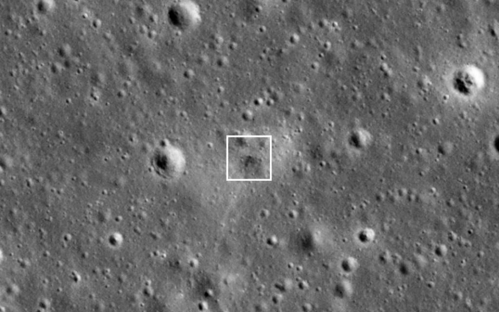 """מקום הפגיעה המשוער של בראשית על הירח (צילום: לוויין LROC, נאס""""א)"""