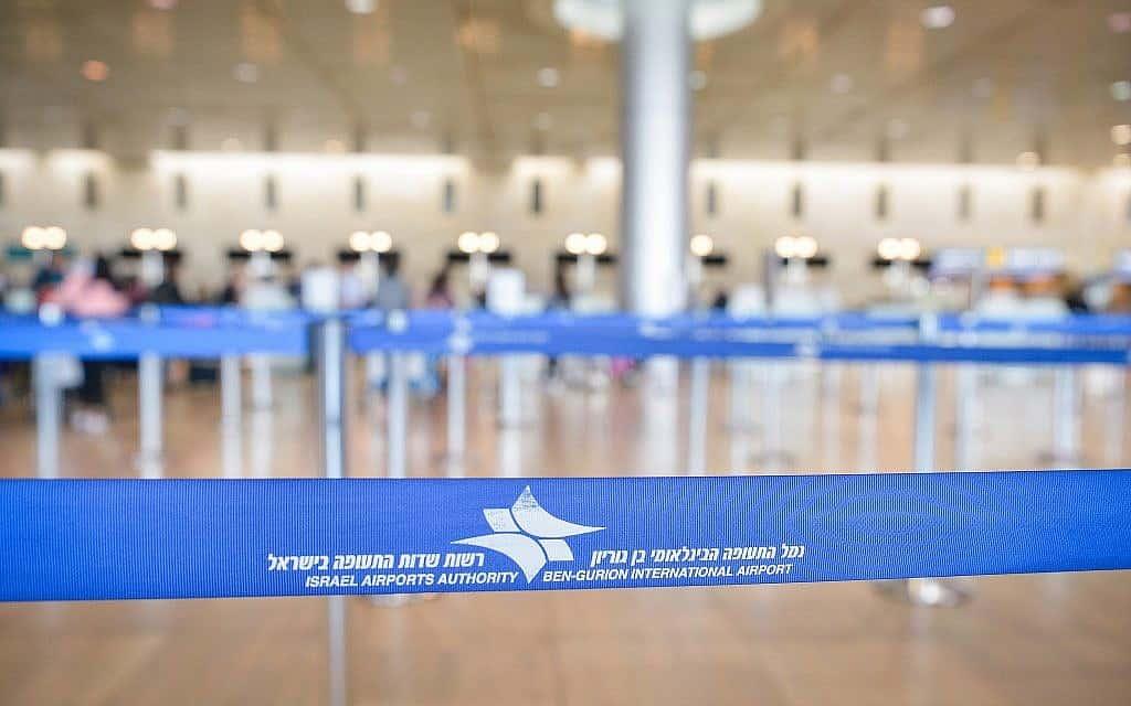 """שדה התעופה נתב""""ג עומד שומם במהלך הסגר הראשון (צילום: אבי דישי/פלאש 90)"""
