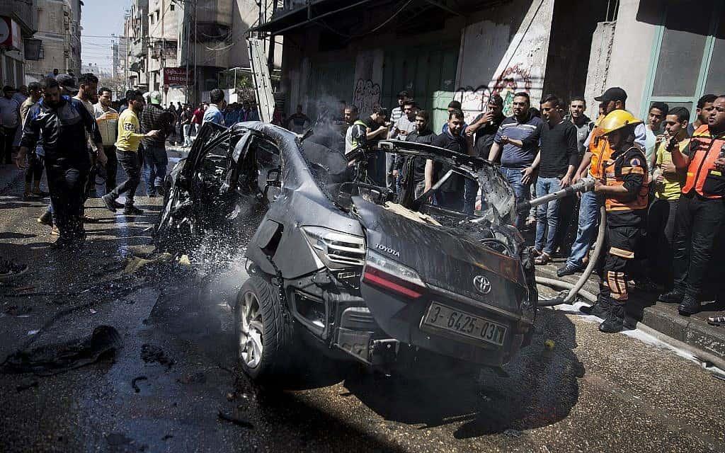 """הרכב של חלפן הכספים שנהרג על ידי צה""""ל. 5 למאי, 2019 (צילום: AP Photo/Khalil Hamra)"""