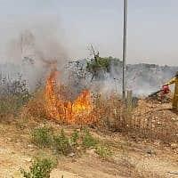 שריפה באלעד. מחשש לשריפות אסור להדליק מדורות (צילום: כבאות והצלה)