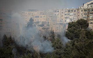 שריפה בירושלים (צילום: יונתן סינדל פלאש 90)