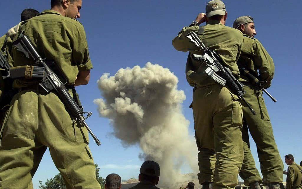 """נסיגת צה""""ל מלבנון, 2000 (צילום: AP Photo/Yaron Kaminski)"""