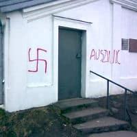 כתובות נאצה אנטישמיות בפולין (צילום: הקרן לשמירת מורשת יהדות פולין, AP)