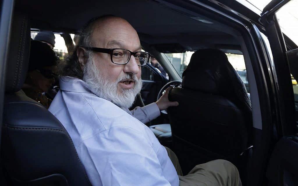 ג'ונתן פולארד יוצא מהכלא בניו יורק, 2015 (צילום: AP/Mark Lennihan)