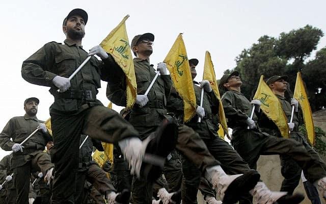 מצעד של חזבאללה בלבנון, 2010 (צילום: AP Photo/Hussein Malla)
