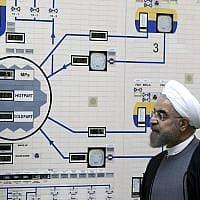 נשיא איראן חסן רוחאני מבקר במתקן גרעיני בארצו, מאי 2019 (צילום: AP Photo/Iranian Presidency Office, Mohammad Berno)