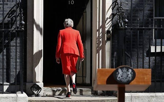 תריזה מיי לאחר הודעת ההתפטרות (צילום: AP Photo/Alastair Grant)