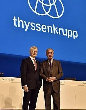 יו״ר טיסנקרופ אולריך היינה (משמאל) והמנכ״ל היינריך הייסינגר, באסיפה הכללית של החברה בינואר 2016 (צילום: AP Photo/Martin Meissner)