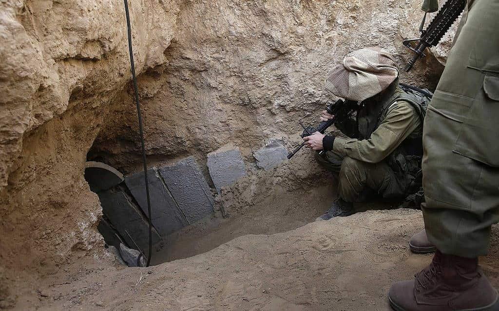 מנהרה של חמאס מעזה לשטח ישראל, 2013 (צילום: AP Photo/Tsafrir Abayov, File)
