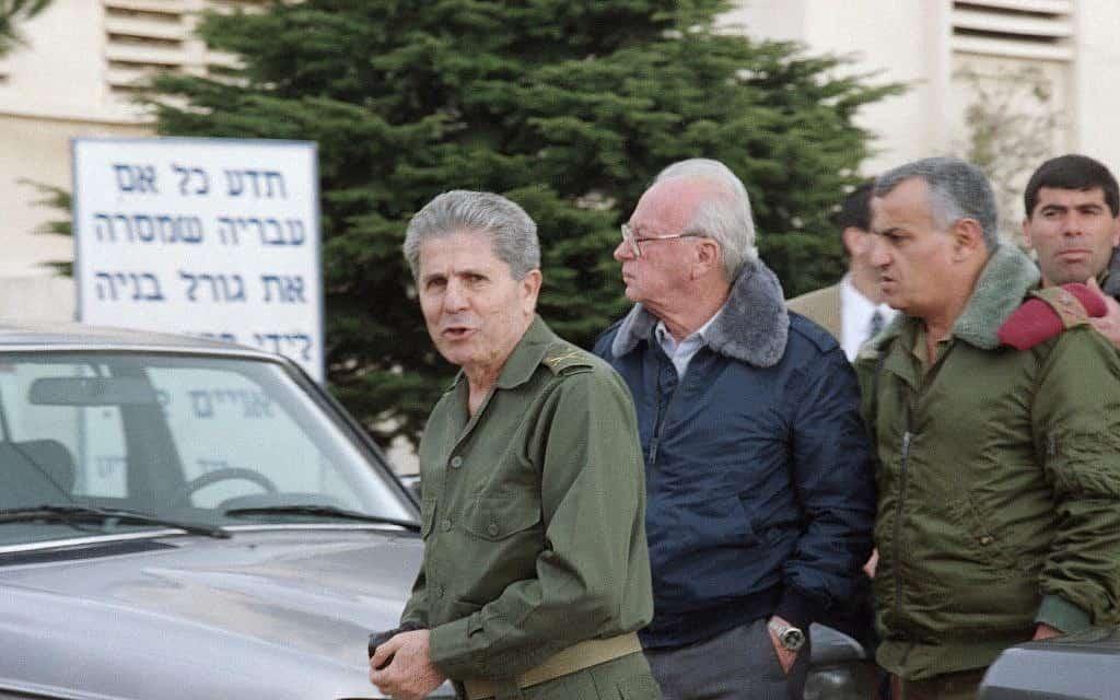 """מפקד צד""""ל אנטואן לאחד עם ראש הממשלה רבין, 1994 (צילום: AP Photo/Butros Wanna)"""