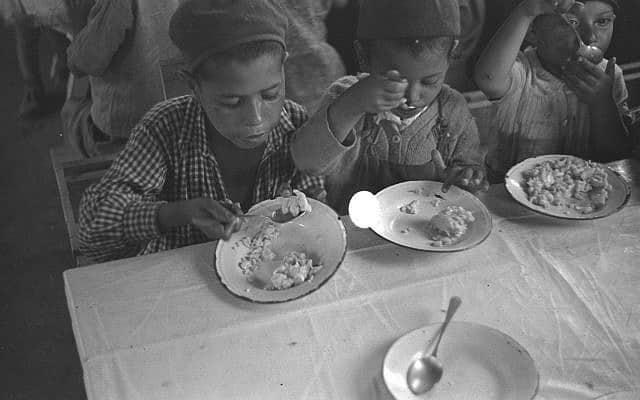 """ילדים עולים בעלית, 1949 (צילום: לע""""מ)"""