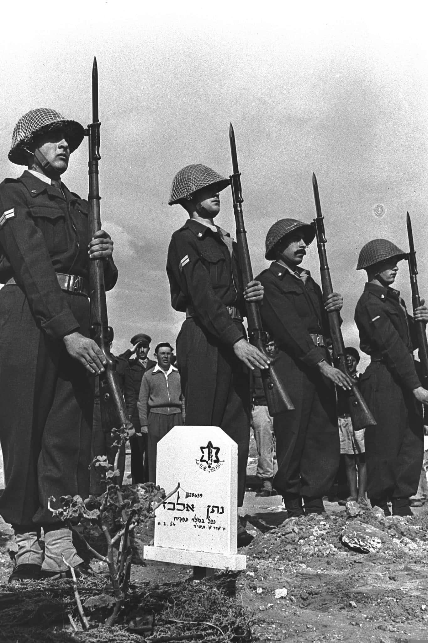 """הלווייתו של החייל נתן אלבז (צילום: לע""""מ)"""