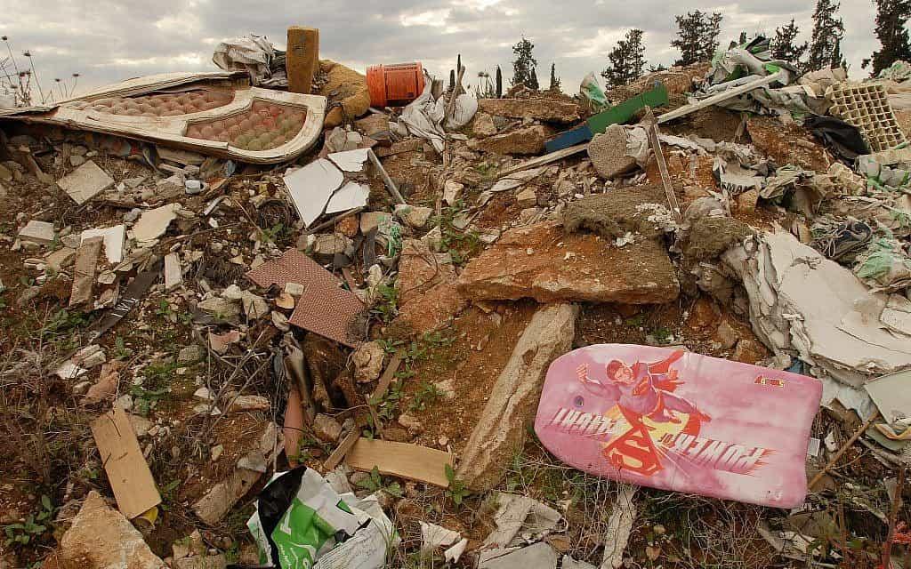 אתר פסולת פירטי (צילום: גילי יערי/פלאש90)