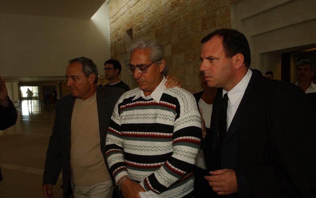 עמוס ברנס במהלך המשפט ב-2002 (צילום: פלאש 90)