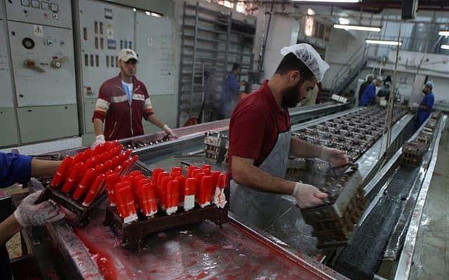 מפעל גלידות בעזה, 2012 (צילום: Abed Rahim Khatib / Flash 90)
