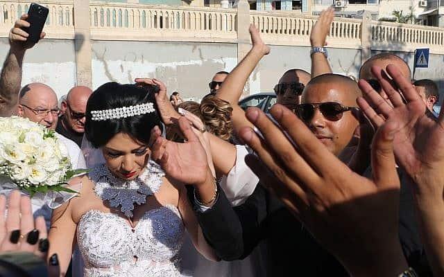 """חתונתם של מורל מלכה וחמוד מנסור, שהותקפו ע""""י פעילי להבה (צילום: Flash90)"""