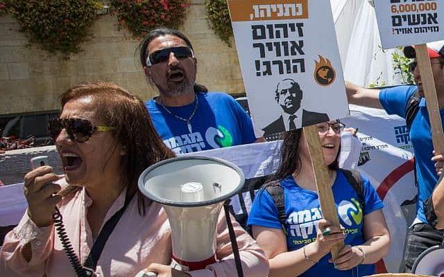 """הפגנה נגד בז""""ן, 2017 (צילום: Yonatan Sindel/Flash90)"""