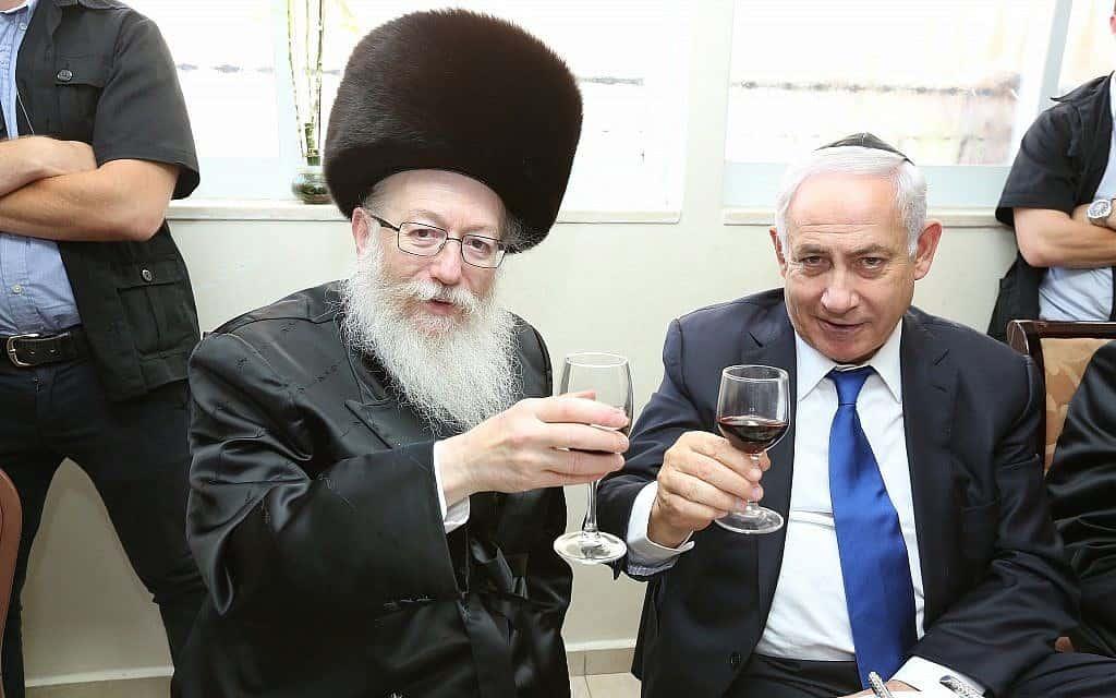 בנימין נתניהו ויעקב ליצמן משיקים כוסית (צילום: שלומי כהן/פלאש90)