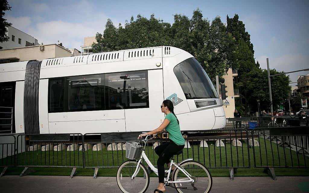 מודל של הרכבת הקלה שתופעל בתל אביב. מוצג בשדרות רוטשילד (צילום: מרים אלסטר/פלאש90)