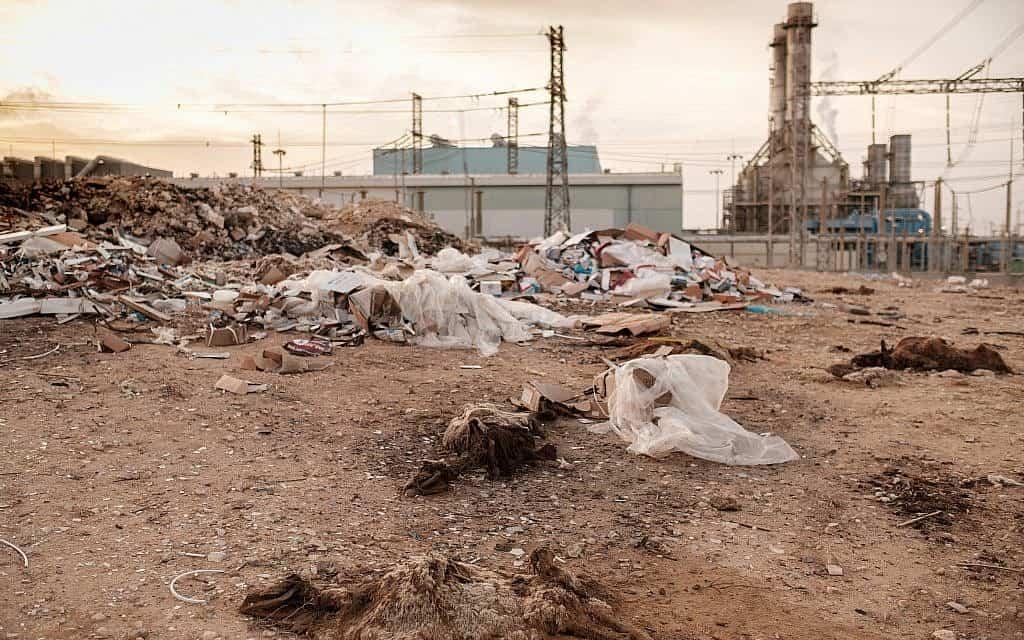 פסולת בישובים סביב רמת חובב (צילום: יניב נדב/פלאש90)