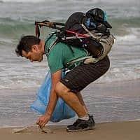 זיהום בחופי ישראל (צילום: Meir Vaknin/Flash90)