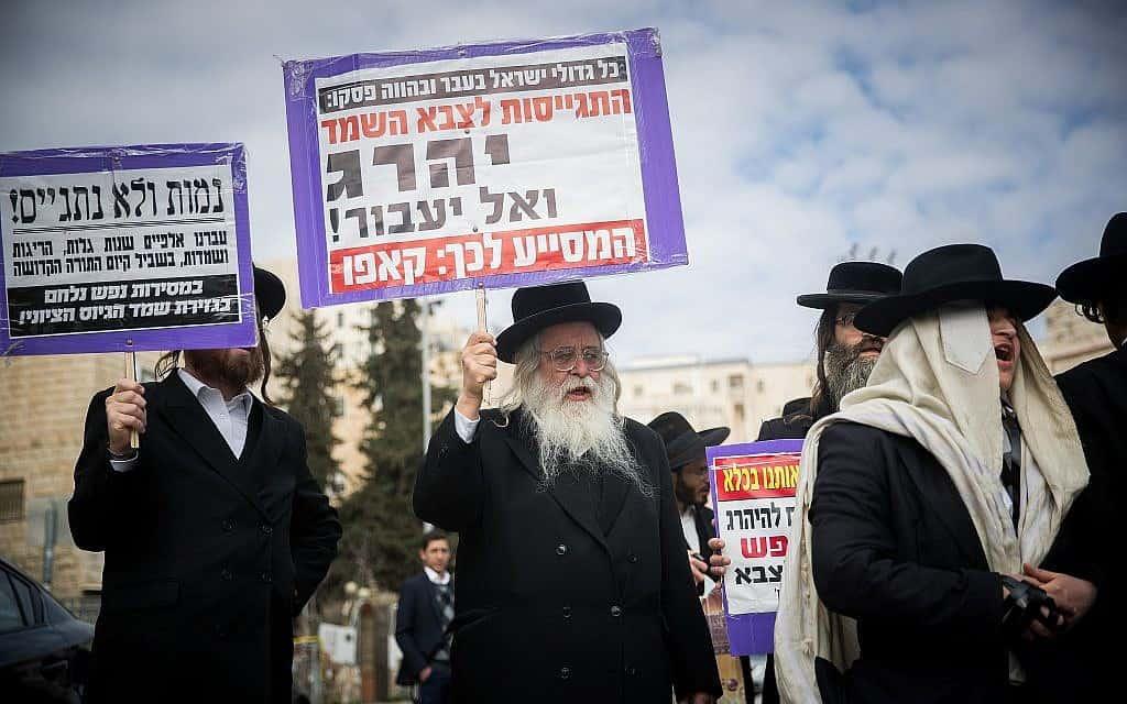 חרדים מפגינים נגד חוק הגיוס (צילום: יונתן סינדל/פלאש90)