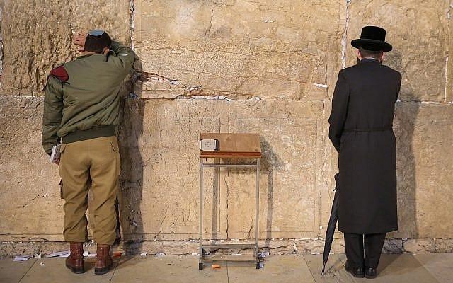 תפילה בכותל המערבי (צילום: David Cohen/Flash90)