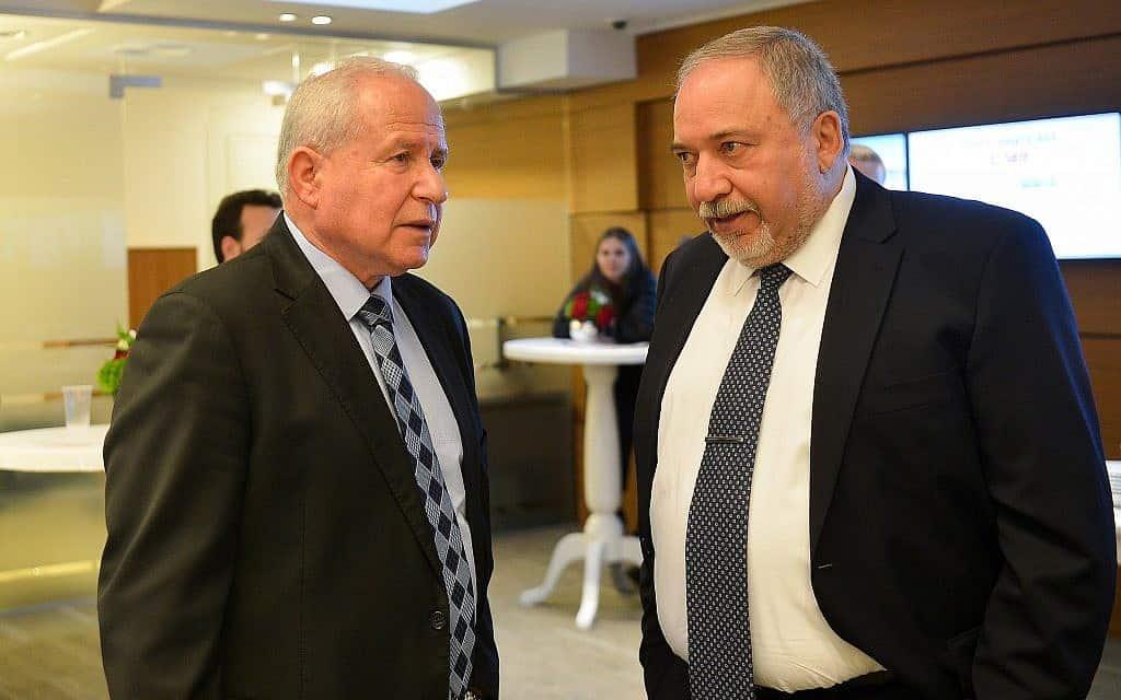 אביגדור ליברמן ואבי דיכטר (צילום: פלאש90)
