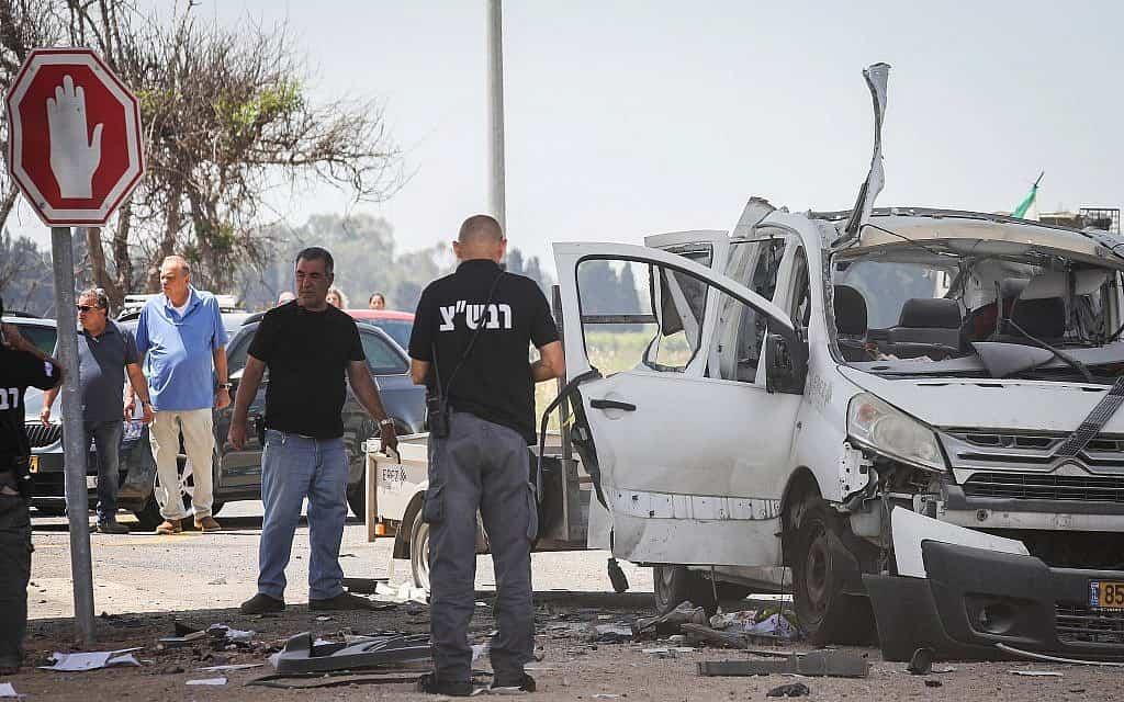 רכבו של משה פדר לאחר שפגע בו טיל, 5.5.2019 (צילום: Noam Revkin Fenton/Flash90)