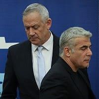 יאיר לפיד ובני גנץ בכנסת, ה-6 במאי 2019 (צילום: נעם רבקין פנטון/פלאש90)