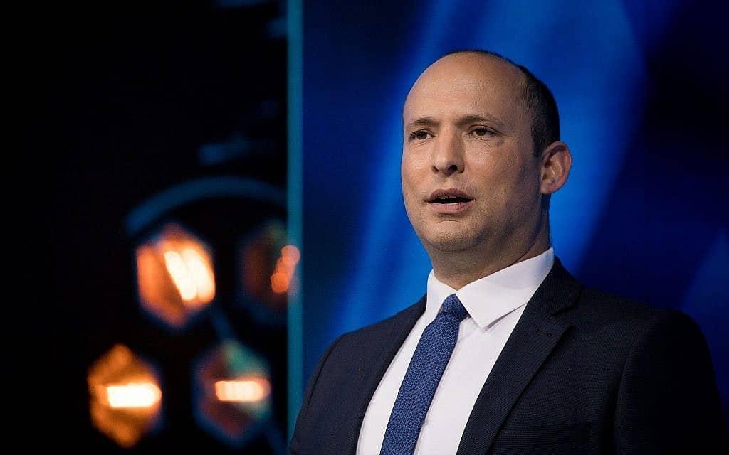 נפתלי בנט נואם בפתח טקס פרסי ישראל 2019 (צילום: יונתן סינדל/פלאש90)