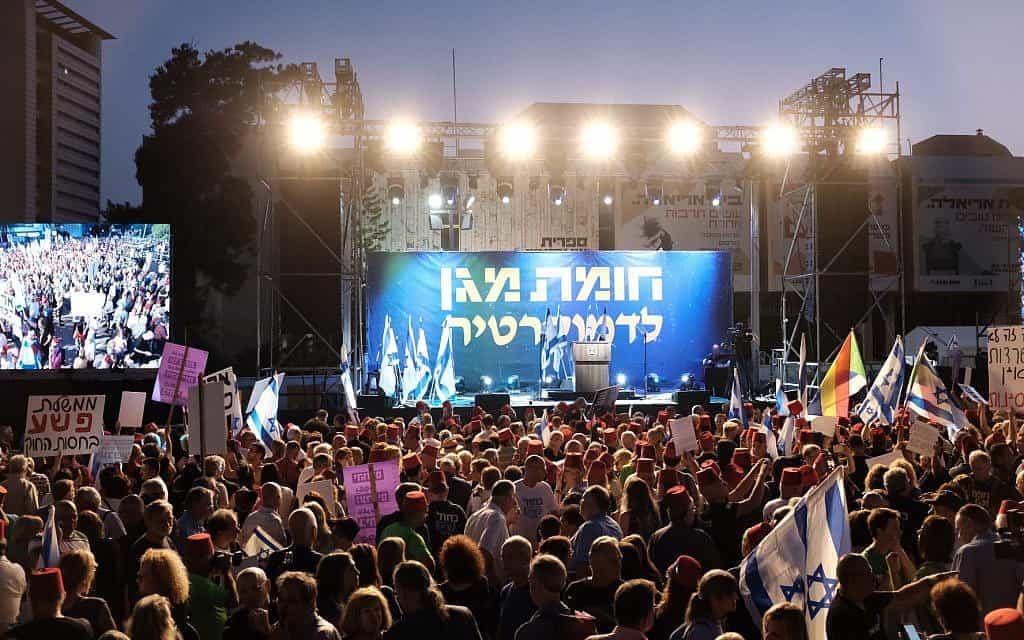 הפגנת האופוזיציה ברחבת מוזיאון תל אביב (צילום: תומר נויברג/פלאש90)