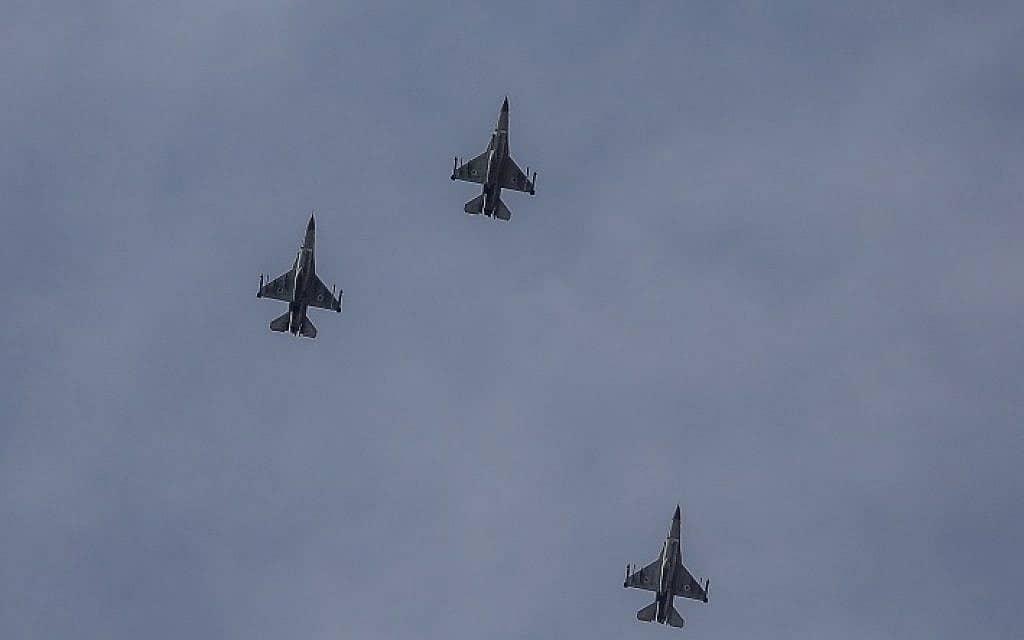 מטוסי חיל האוויר מול רצועת עזה, 5 במאי, היום (צילום: נועם רבקין פנטון. פלאש 90)