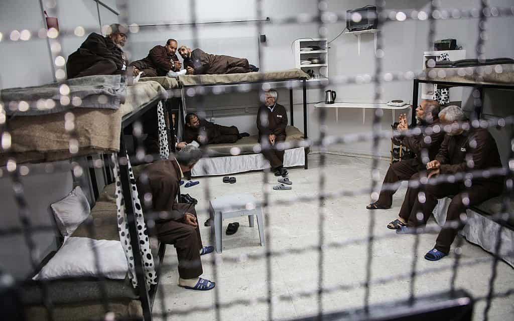 אסירים ביטחוניים בכלא בישראל (צילום: חסאן ג'גי)