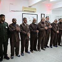 מיצג מחאה בעזה, המדמה את חייהם של האסירים הביטחוניים בישראל (צילום: Hassan Jedi / Flash 90)