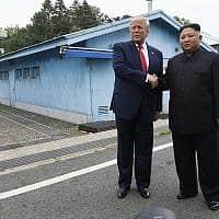 טראמפ וקים ג'ונג און בצפון קוריאה (צילום: AP)