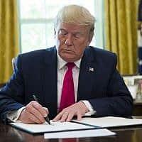 טראמפ מטיל סנקציות חדשות על איראן (צילום: אלכס בראנדון, AP)