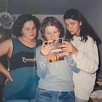 החברות הכי טובות, יטבתה, שנות התשעים. מימין: אירה, יוליה ולנה (צילום: מהאלבום הפרטי)