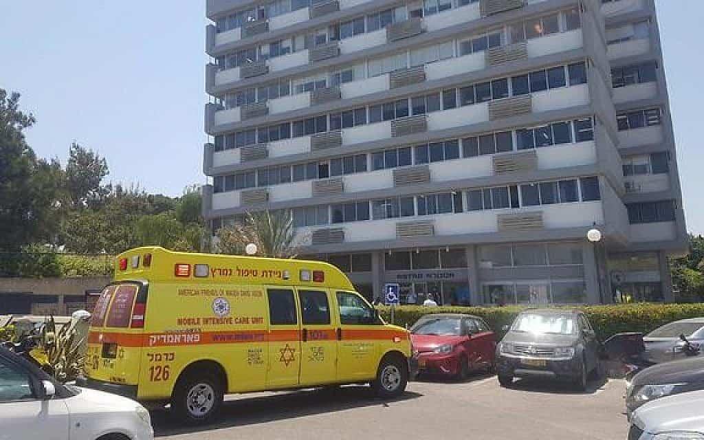 תאונת עבודה ברחוב צ'רניחובסקי בחיפה (צילום: מגן דוד אדום)