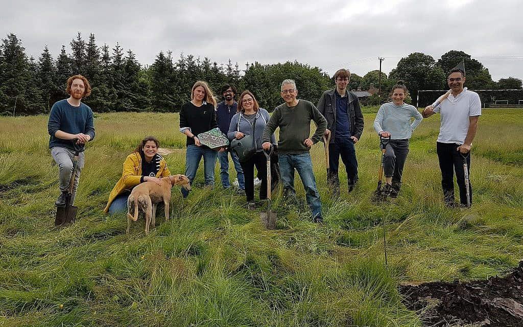 משתתפים בתכנית של חוות Sadeh בסקיט היל, סמוך ללונדון (צילום: Courtesy)