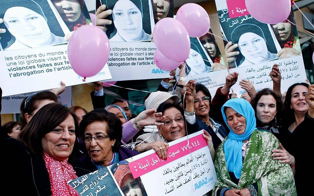 הפגנה נגד החוק שמאפשר לאנסים להינשא לקרבנות שלהם במרוקו, 2012 (צילום: AP Photo/Abdeljalil Bounhar)