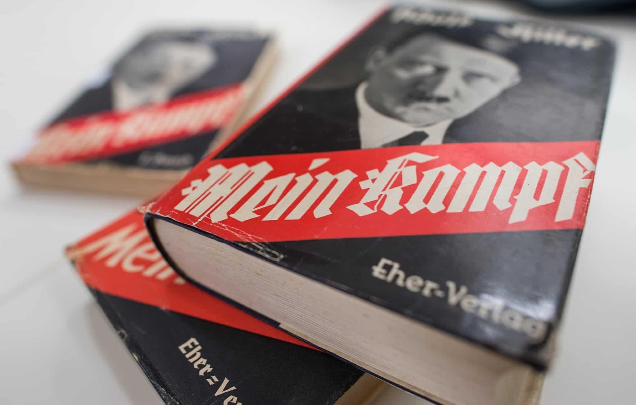 עותק של ספרו של היטלר במוזיאון במינכן, 2015 (צילום: Matthias Balk/dpa via AP, File)