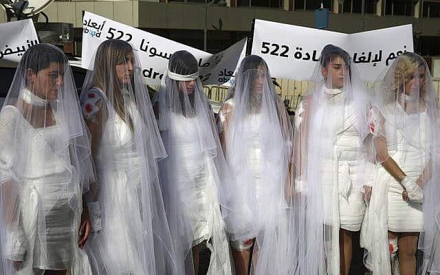 מחאה בלבנון לביטול החוק שמתיר לאנסים להינשא לקרבנותיהם, 2016 (צילום: AP Photo/Hassan Ammar, File)