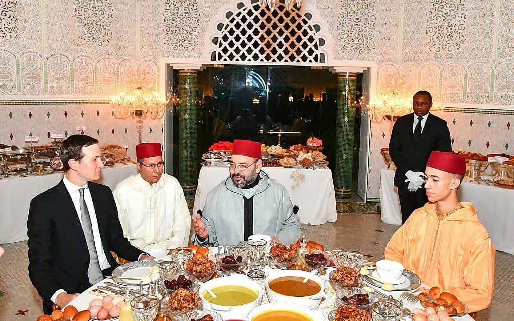 ג'ראד קושנר (משמאל) מתארח בארמון מלך מרוקו (במרכז), 2019 (צילום: Moroccan Royal Palace, via AP)